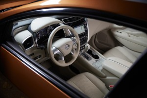 The instrument panel is a full-color screen that can be customized for driving and the auto information that you want. (Nissan)