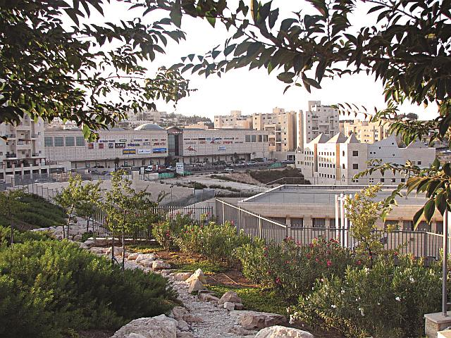 A view of Pisgat Ze'ev Mall (left) and community center (right foreground) on Moshe Dayan Boulevard. (PisgatzeevS)