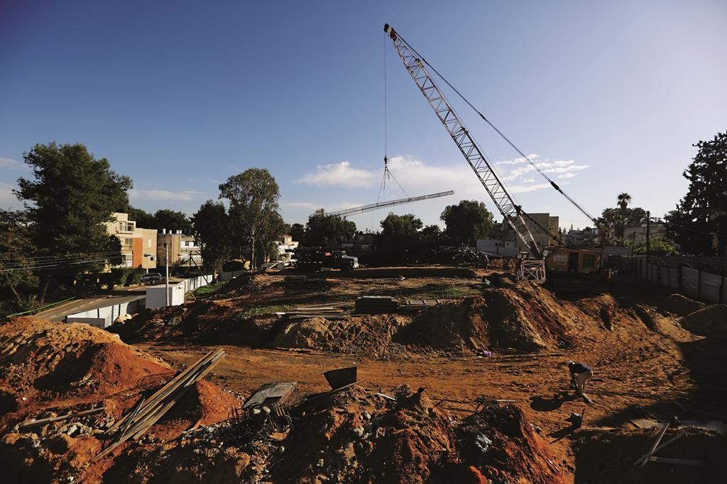 A construction site in Bnei Brak. (Yaakov Naumi/Flash90)