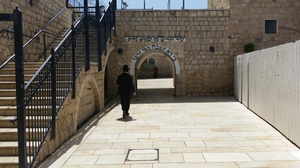 The entrance to the kever of Rabi Shimon bar Yochai in Meron.