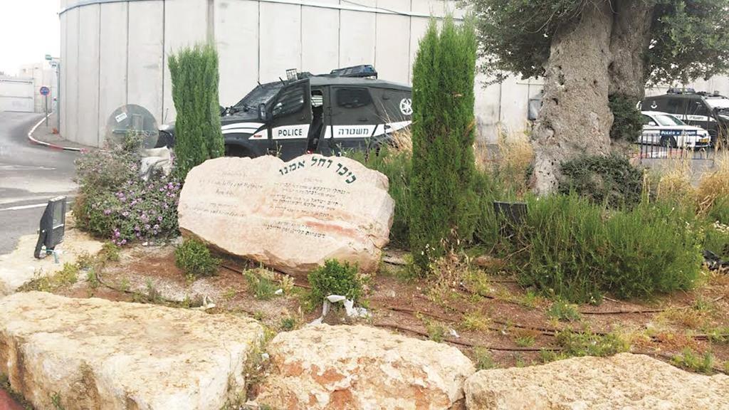 The area where the pipe bomb was found Thursday morning. (Spokesman Mosdos Kever Rochel Imeinu)