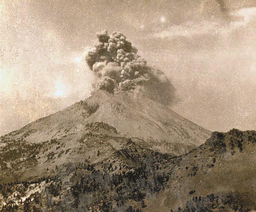 Lassen Peak volcano eruption in 1915