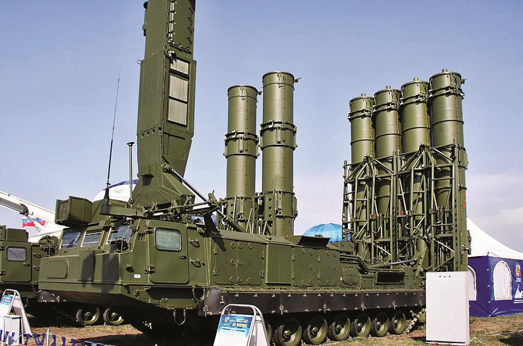 The 9A83ME launcher of the S-300VM Antey-2500 surface-to-air (SAM) missile system. (Vitaly V. Kuzmin)