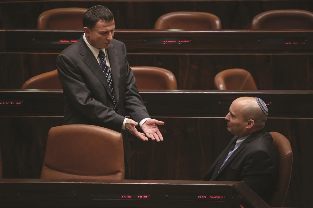 Knesset Speaker Yuli Edelstein (L) and Jewish Home party chairman Naftali Bennett. (Hadas Parush/Flash90)