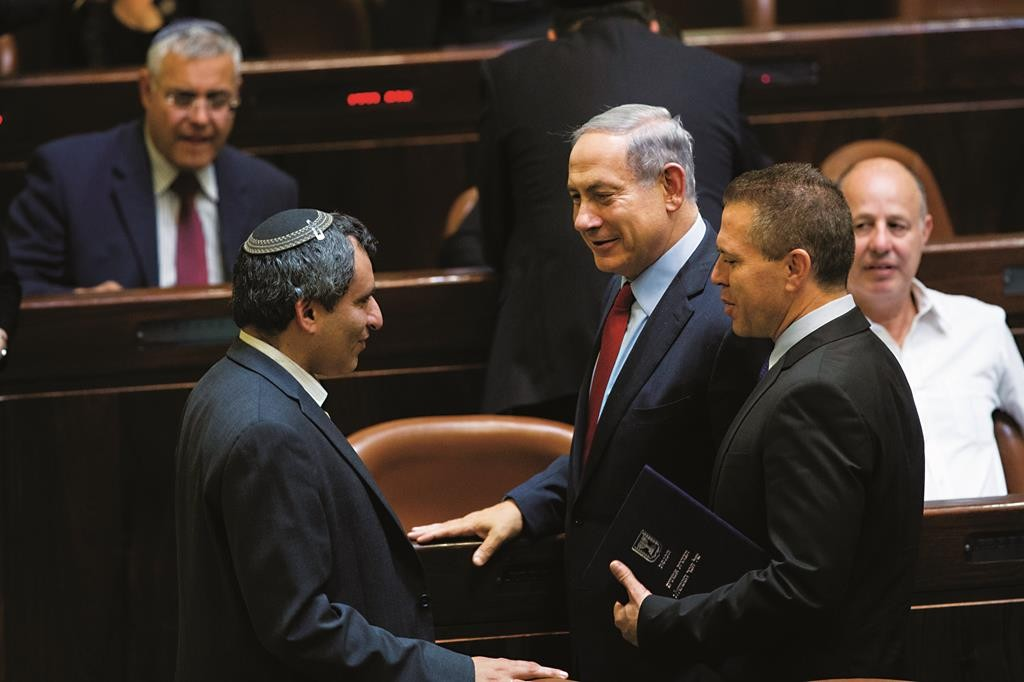 Minister of Internal Security Gilad Erdan (2nd R), with Prime Minister Binyamin Netanyahu (C) and Minister of Immigrant Absorption Zeev Elkin (L), at the Knesset. (Yonatan Sindel/Flash90)