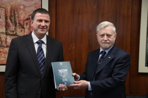 State Comptroller Yosef Shapira (R) hands the State Comptroller's report to speaker of the Knesset Yuli Edelstein in the Israeli parliament on Tuesday. (Isaac Harari/ Flash90)