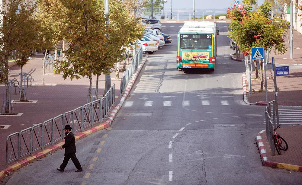 A quiet street scene in Ramat Shlomo, focus of international controversy. (Yonatan Sindel/Flash90)