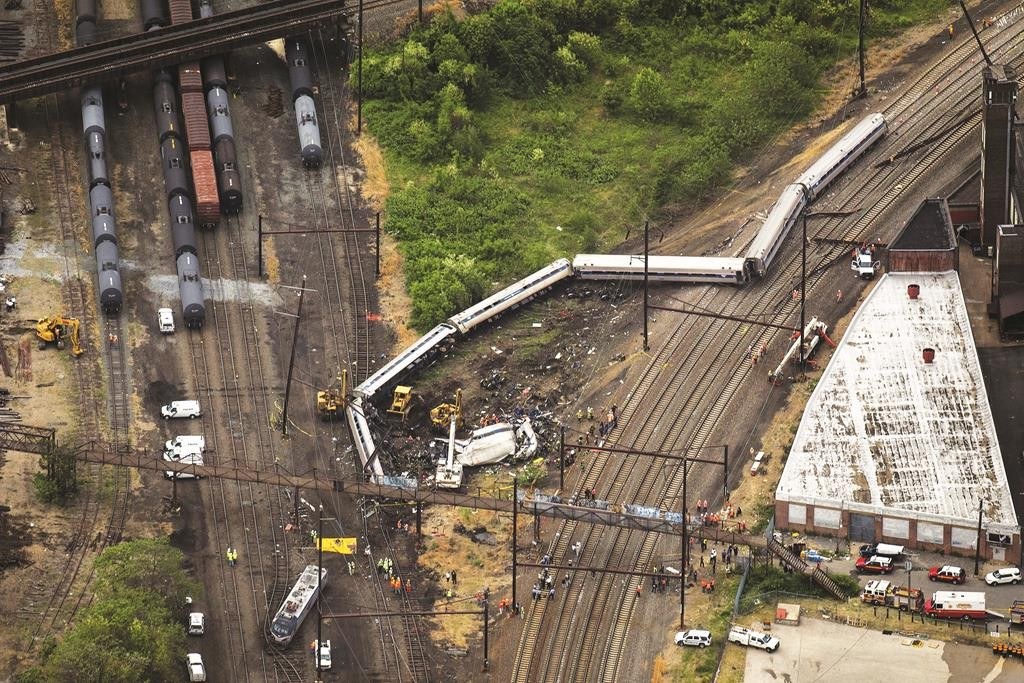 Emergency workers look through the debris of a derailed Amtrak train in Philadelphia, Pennsylvania.  (REUTERS/Lucas Jackson)