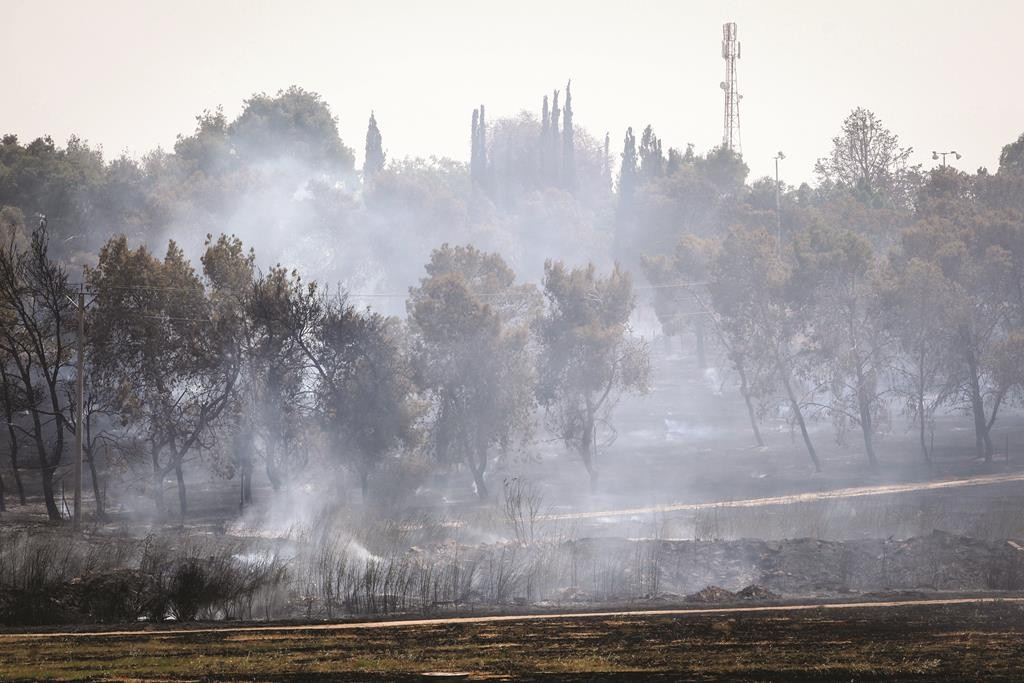 A fire in Moshav Mabu'im, southern Israel, on Wednesday. (Talucho/FLASH90)