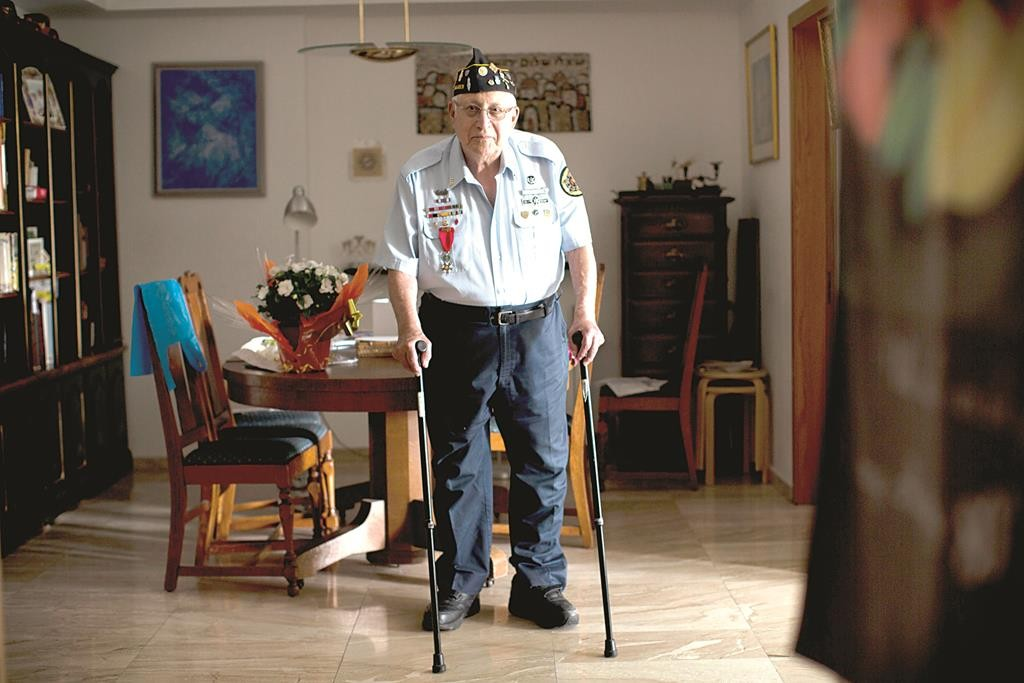 U.S. Jewish World War II veteran Dan Nadel, who earned five battle stars leading combat engineer troops in the Battle of the Bulge and in the liberation of France, poses for a photo at his home in Yerushalayim.  (AP Photo/Oded Balilty)
