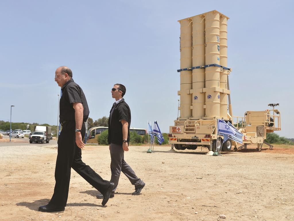 Defense Minister Moshe Yaalon (L) during his visit to the Arrow II intercepting missile launcher at the Palmachim base near Rishon Letzion.  (Yossi Zeliger/Flash90)