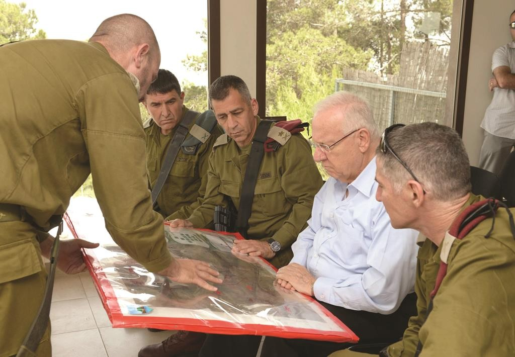 Israeli president Reuven Rivlin (2nd R) during his visit to an IDF observation post in the northern district on Wednesday.  (Mark Neyman/GPO)