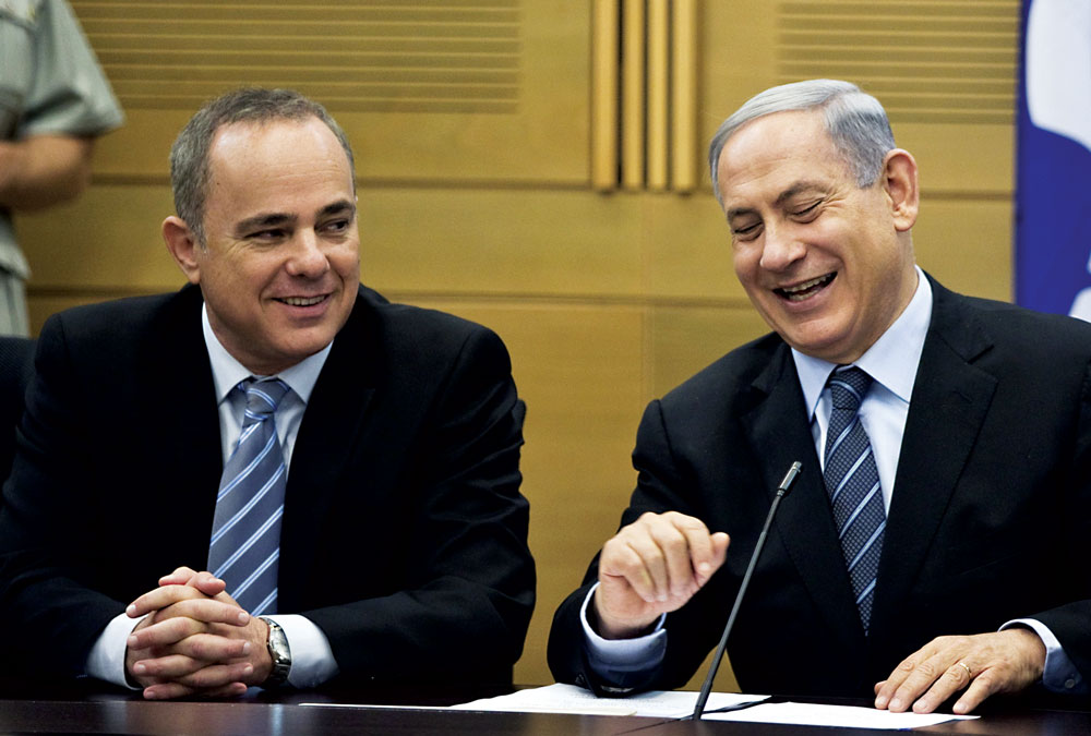 Israel's Prime Minister Binyamin Netanyahu (R) and Strategic Affairs Minister Yuval Steinitz attend a Likud party meeting on Monday.  (REUTERS/Ronen Zvulun )