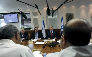Israel's Prime Minister Binyamin Netanyahu, Transportation Minister Yisrael Katz and Energy and Infrastructure Minister Yuval Steinitz (from R-L) at the weekly cabinet meeting on Sunday. (REUTERS/Atef Safadi/Pool  Israel's Prime Minister Binyamin Netanyahu, Transportation Minister Yisrael Katz and Energy and Infrastructure Minister Yuval Steinitz (from R-L) at the weekly cabinet meeting on Sunday. (REUTERS/Atef Safadi/Pool)