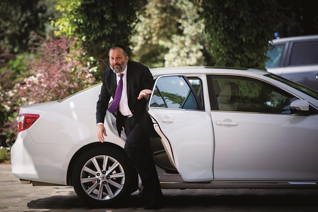 Minister of Economy and Development Aryeh Deri. (Yonatan Sindel/Flash90)