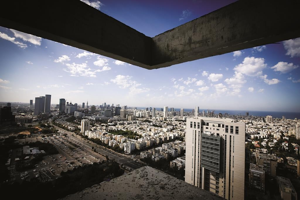 A view of Tel Aviv from atop a high-rise currently under construction.  (Nati Shohat/FLASH90)