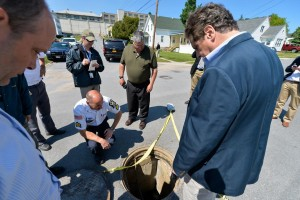 Cuomo looking at the manhole where the escapees emerged after their jailbreak. (Darren McGee/ Office of the Governor)