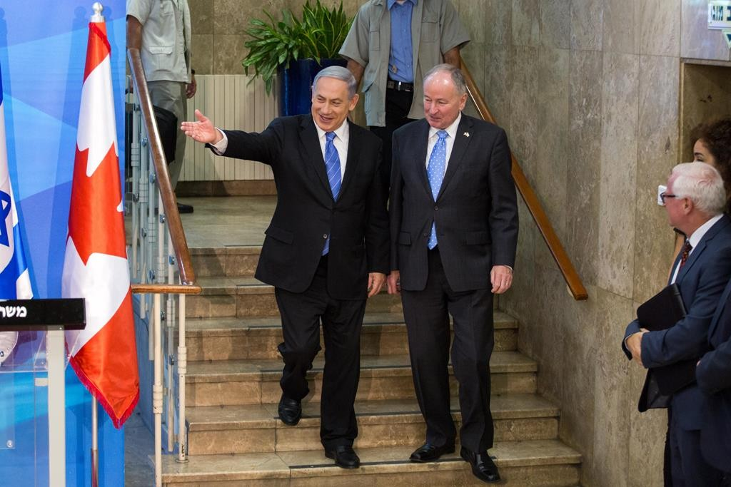 Prime Minister Binyamin Netanyahu (L) hosting Canadian Foreign Minister Robert Nicholson on Wednesday. (Emil Salman/POOL)