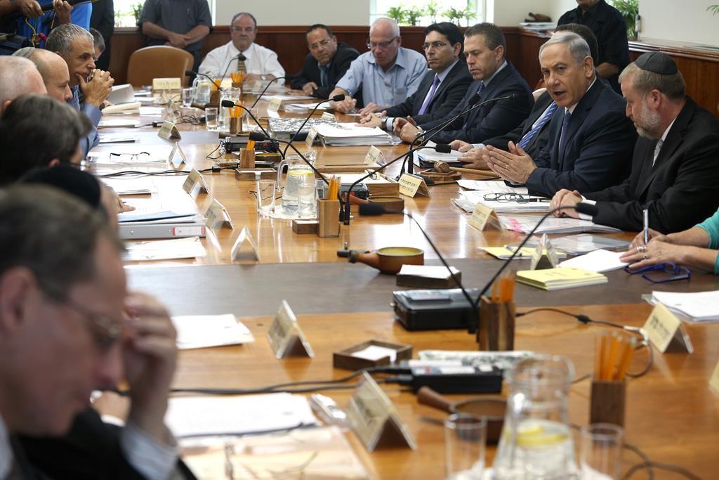 Prime Minister Binyamin Netanyahu presiding over the weekly cabinet meeting on Sunday. (Amit Shabi/POOL)