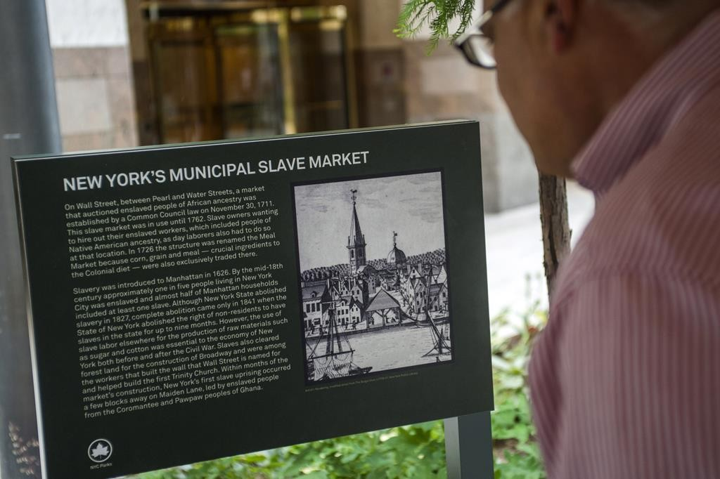 The plaque marking the site of the colonial-era Wall Street slave market. (Ed Reed/Mayoral Photography Office)