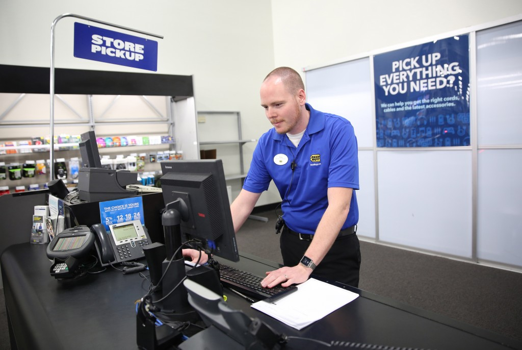 Best Buy employee Tony Poulos, an assistant manager, works in the in-store-pickup area at the store in Greenfield, Wis., on Thursday, May 14, 2015. (Mike De Sisti/Milwaukee Journal Sentinel/TNS)