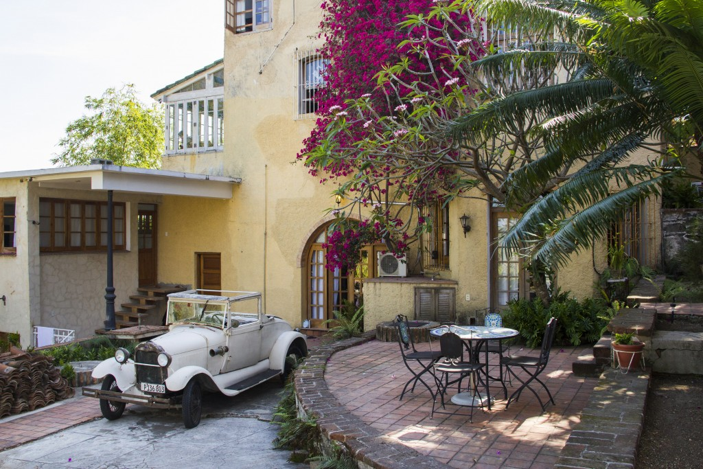 This home is among Airbnb's Cuba listings. (Airbnb)
