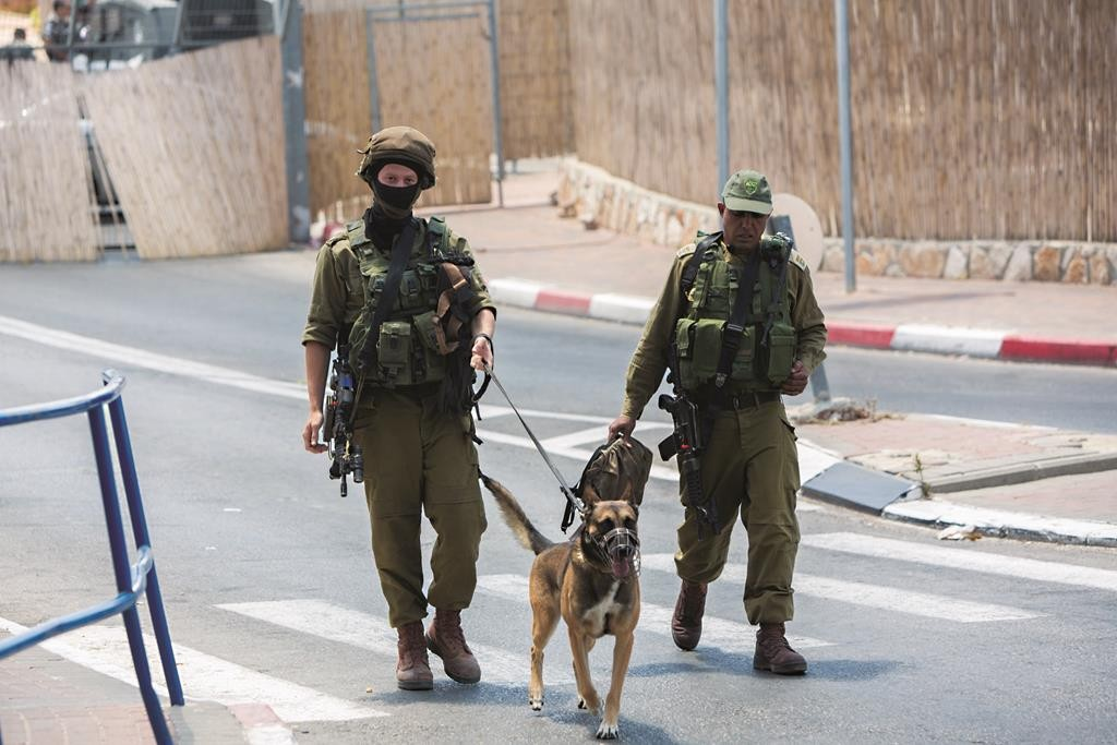 Israeli soldiers near the scene of a terrorist attack at the south Yerushalayim security checkpoint, Rachel's Crossing, Monday. (Yonatan Sindel/Flash90)