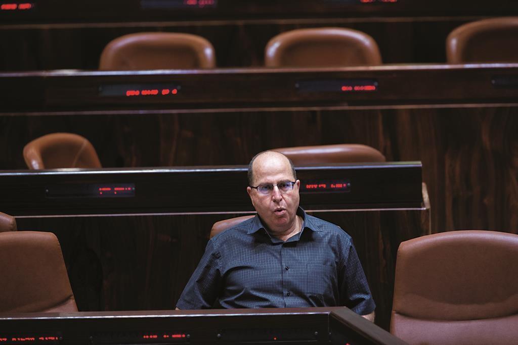 """Israeli Minister of Defense Moshe """"Boogie"""" Ya'alon seen during a plenum session in the assembly hall of the Israeli parliament on June 15, 2015. Photo by Yonatan Sindel/Flash90 *** Local Caption *** ëðñú îìéàä ùø äáèçåï îùä éòìåï áåâé"""