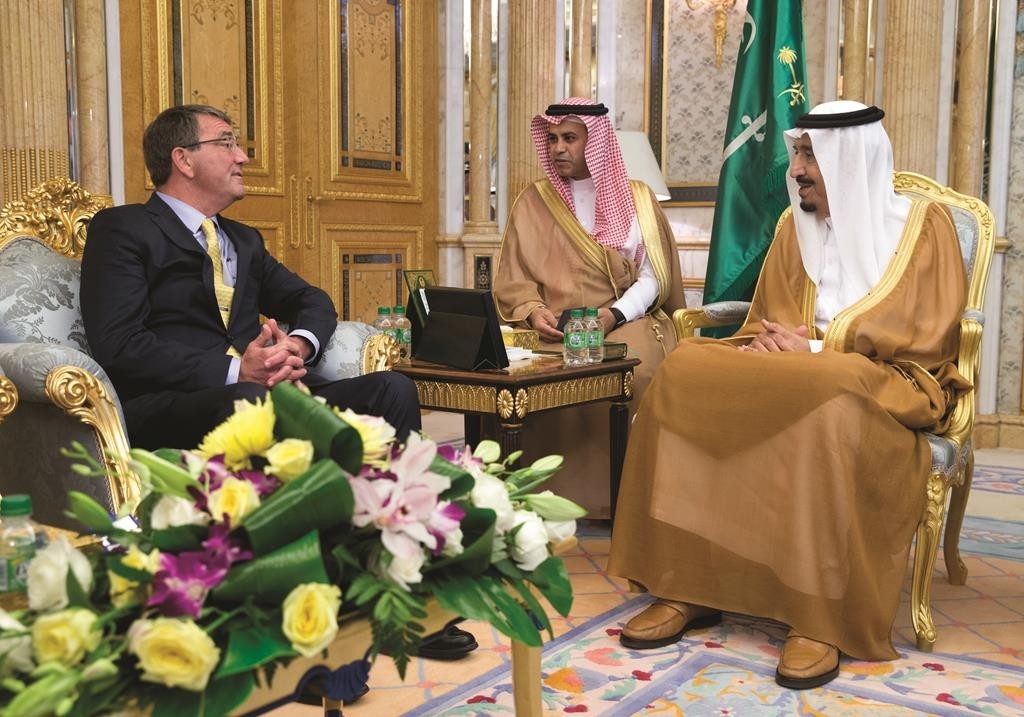 Defense Secretary Ash Carter (L) meets with Saudi Arabian King Salman bin Abdul Aziz (R) at Al-Salam Palace in Jiddah, Saudi Arabia, Wednesday. (AP Photo/Carolyn Kaster, Pool)