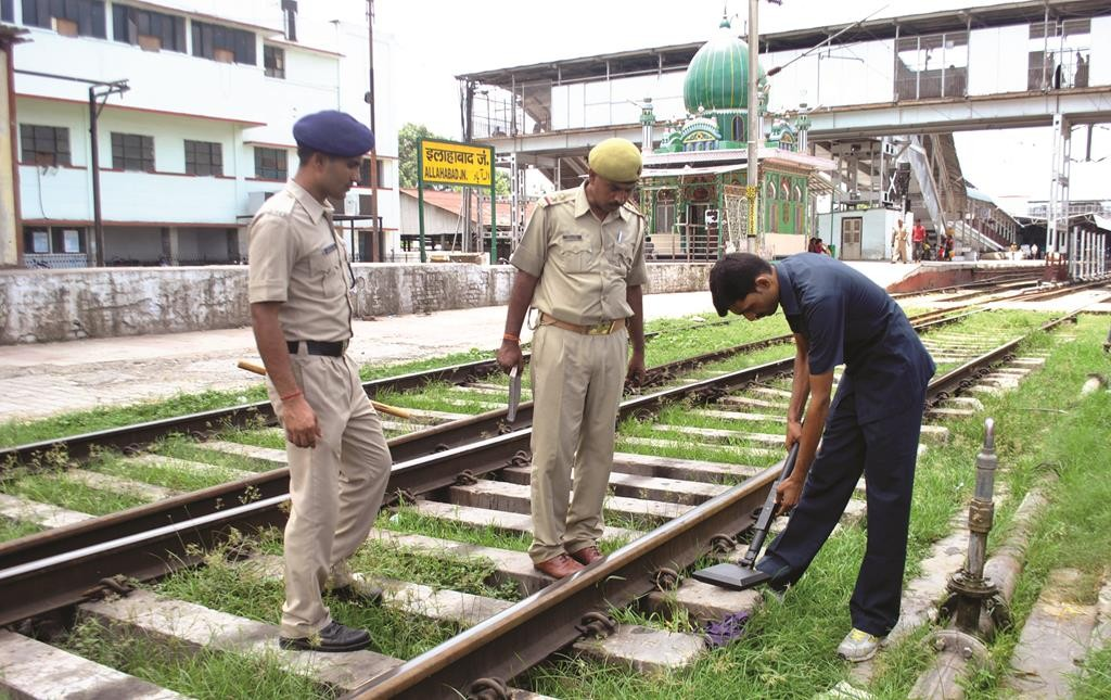 Indian bomb squad and police officials inspect a railway track at the Allahabad railway station after a Gurudasspur terrorist attack in Allahabad, India on Monday.  (Ritesh Shukla/NurPhoto/Sipa USA/TNS)