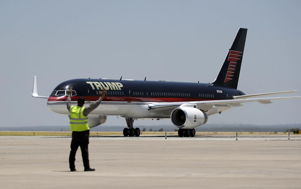 Republican presidential hopeful Donald Trump arrives in Laredo, Texas, for a visit to the U.S.-Mexico border, Thursday.