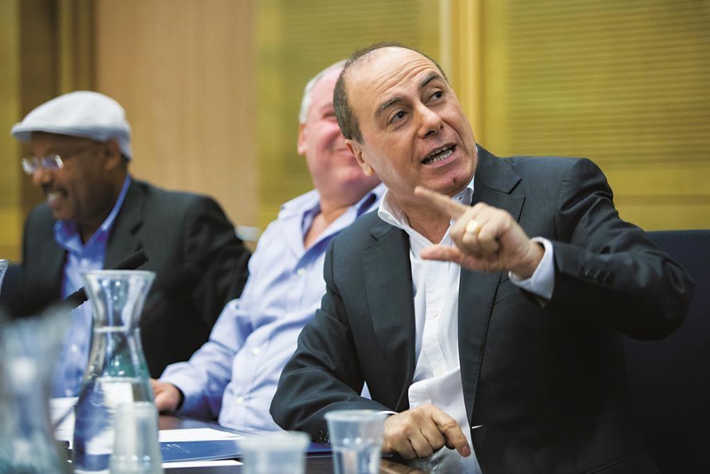 Minister of Interior Silvan Shalom speaks during the session. (Yonatan Sindel/Flash90)