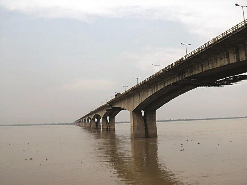 The Gandhi Setu bridge across the River Ganges in Patna, India. (PP Yoonus)