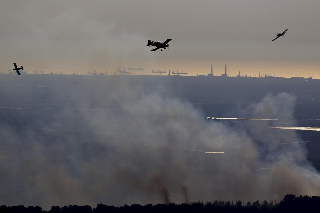 Firefighting planes dousing a forest fire near Yerushalayim on Friday. (REUTERS/Amir Cohen)