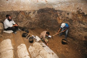Israel Antiquities Authority workers (C,R) digging inside an ancient mikveh discovered inside an underground cave in Yerushalayim, Wednesday. (Yonatan Sindel/Flash90)