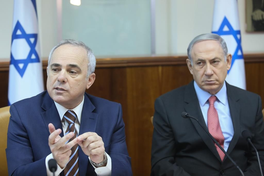 Israeli Prime Minister Binyamin Netanyahu (R) looks on as Minister of National Infrastructure, Energy and Water Resources Yuval Steinitz makes a point about the new natural gas deal at the weekly cabinet meeting on Sunday. (Marc Israel Sellem/POOL)