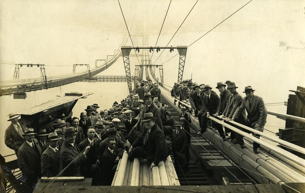 Employees atop the George Washington Bridge at the end of its construction, which took place between 1927 and 1931. (Flickr/Richard)