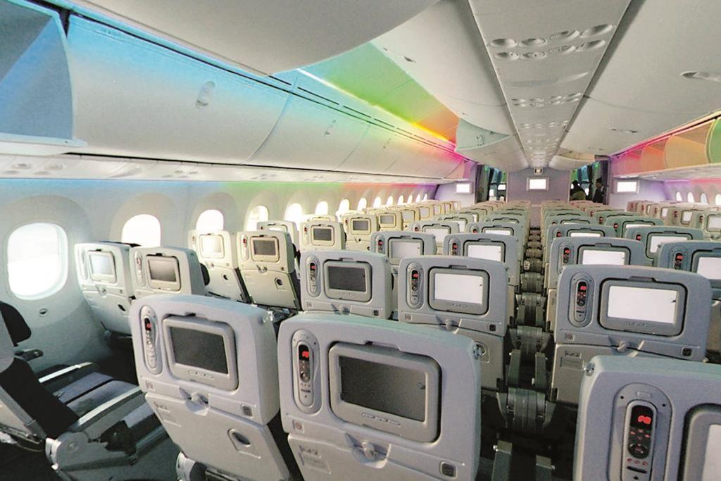 The Boeing 787 Dreamliner's larger windows are designed to improve passenger views. (Masakazu Matsumoto)