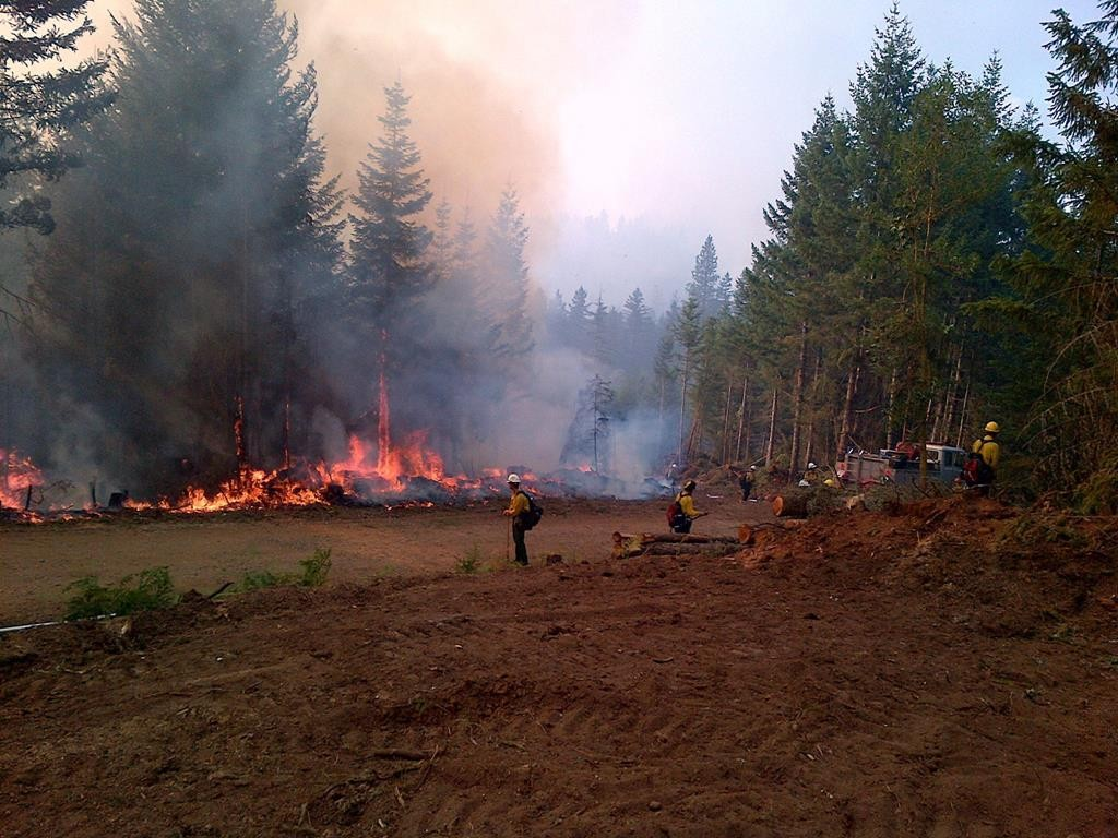 Firefighters from New York help battle the Stouts Creek fire in Oregon. (Office of Gov. Cuomo)