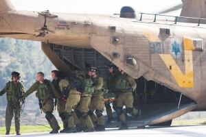 Israeli soldiers evacuate by helicopter a wounded comrade at the Hadassah Ein Kerem Hospital in Yerushalayim on Thursday, after a vehicular terror attack in the Shomron. (Yonatan Sindel/Flash90)