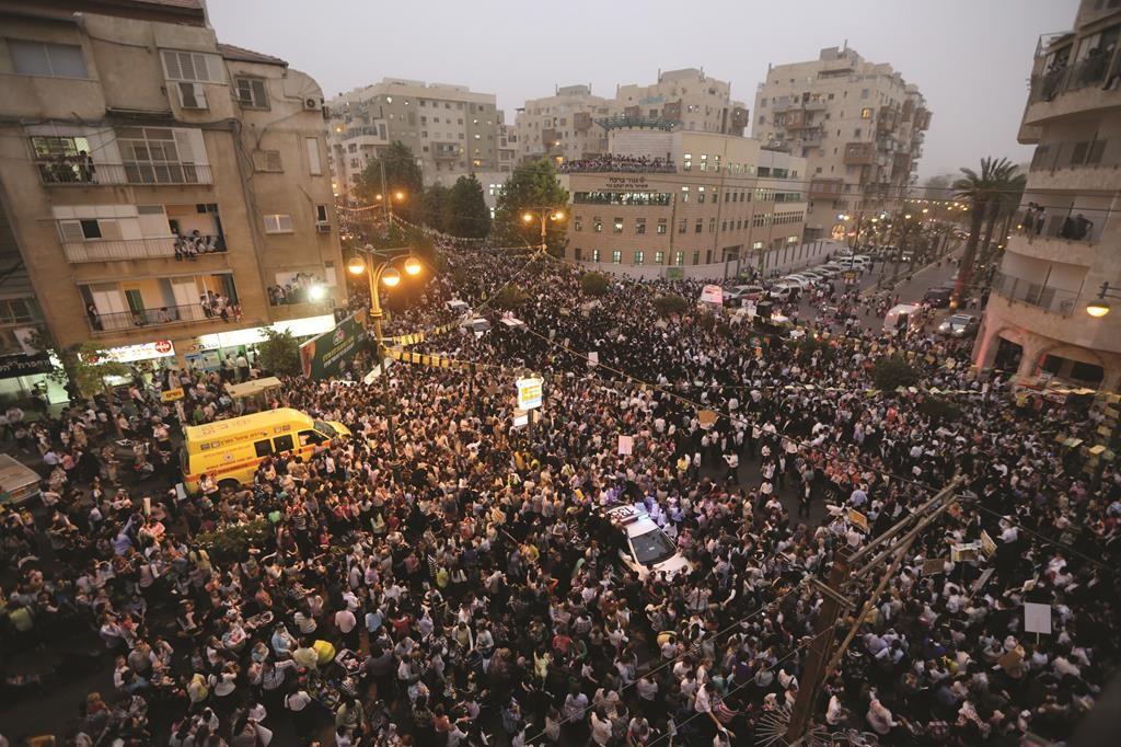 An aerial view of the huge crowd. (Yaakov Naumi/Flash90)