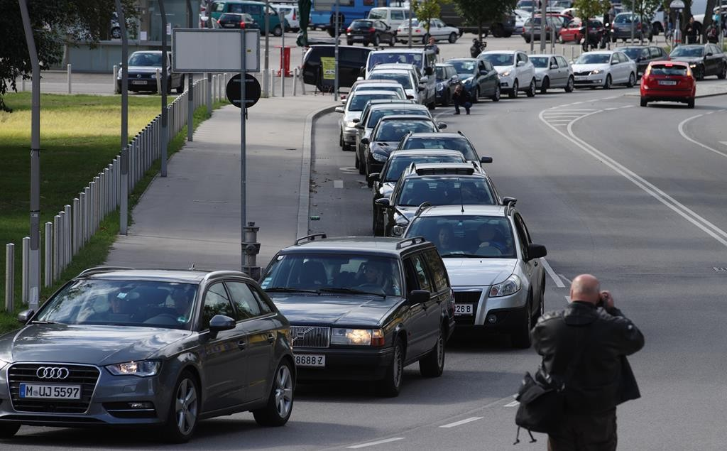 A convoy of around 140 cars leaves for Hungary from Vienna, Sunday, to distribute aid to migrants and to collect refugees to bring back to Austria. (REUTERS/Heinz-Peter Bader)