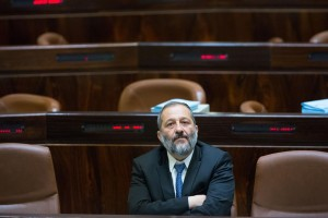 Economy Minister Aryeh Deri. Netanyahu is still working on him to put through the gas deal without another vote. (Yonatan Sindel/Flash90)