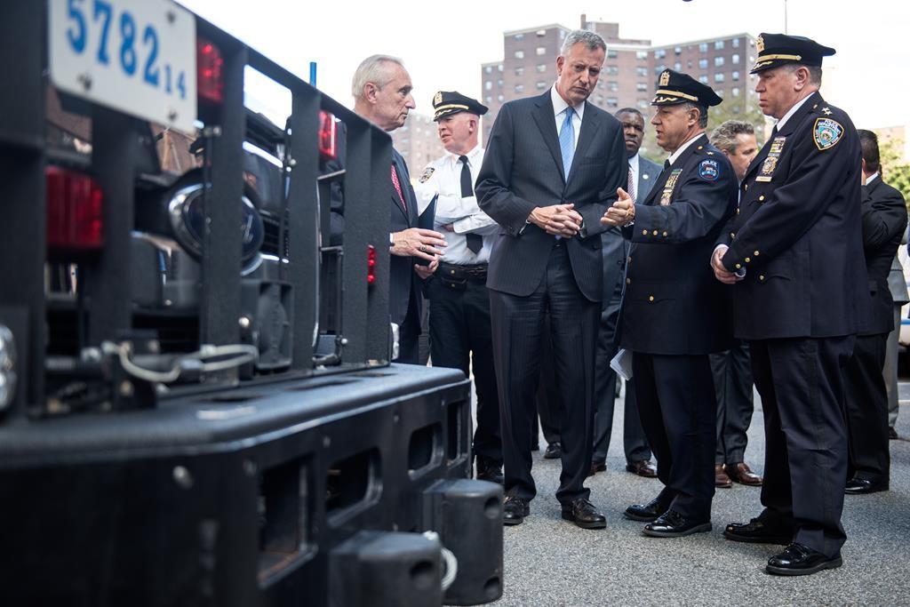 Mayor Bill de Blasio and Police Commissioner William Bratton tour 1 Police Plaza. (Demetrius Freeman/Mayoral Photography Office)