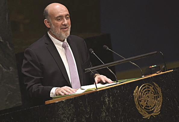 Israeli Ambassador to the United Nations Ron Prosor speaking to the UN General Assembly. (JEWEL SAMAD/AFP/Getty Images)