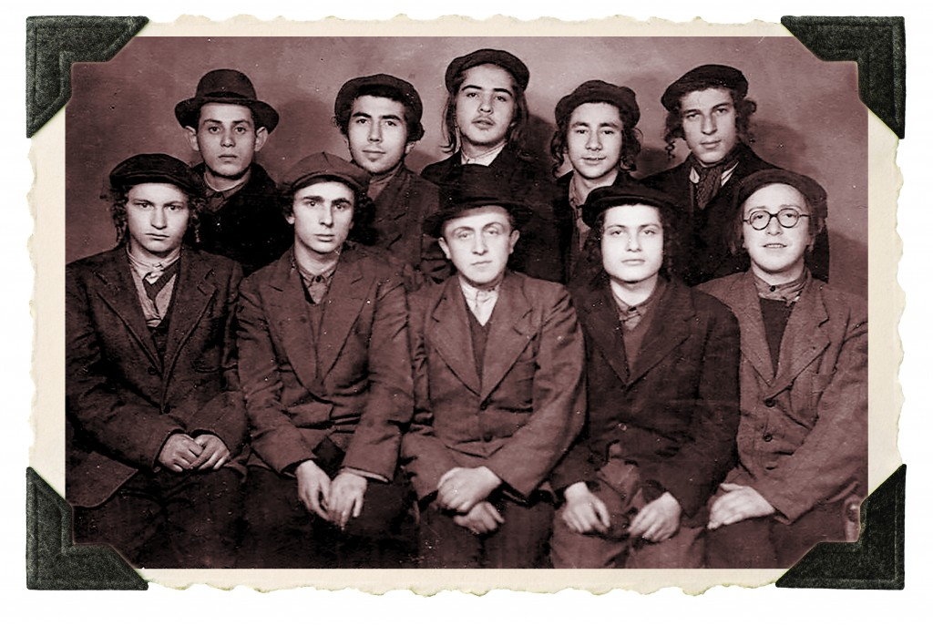 Rabbi Simcha Shafran (top row, left), with fellow Novardok talmidim in the ad-hoc yeshivah they established in Salzheim, Germany, after war's end, c. 1946.