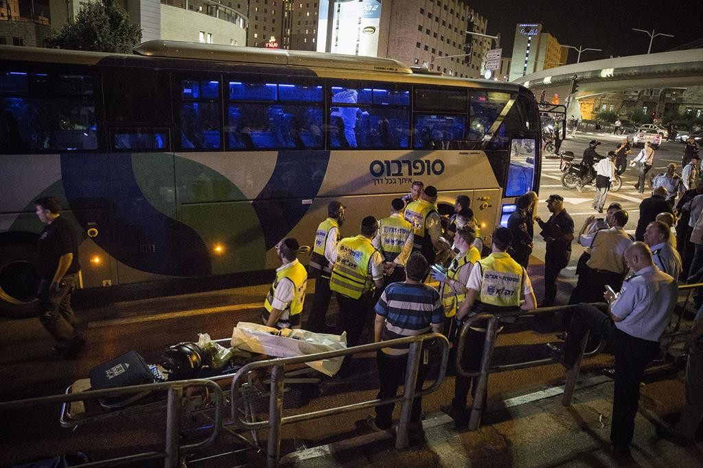 Police and rescue workers next to the bus where a stabbing attack took place at the entrance to Yerushalayim on Monday night.  (Hadas Parush/Flash90)