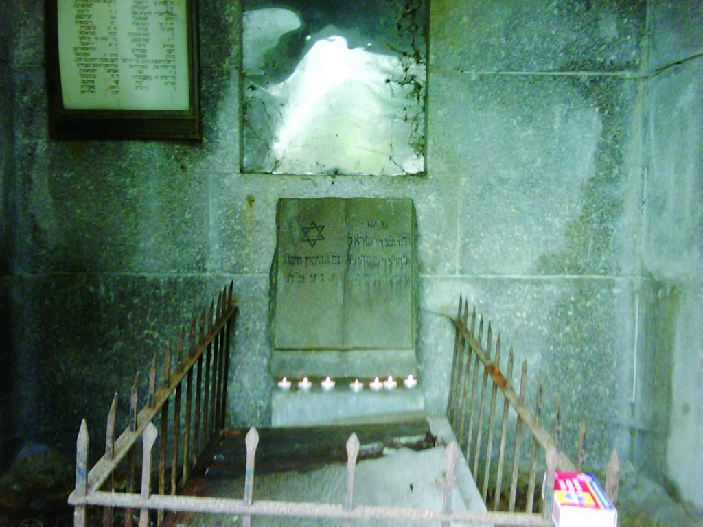 "The kever of Harav Yisrael Hager of Radowitz, zt""l. (Menashe Silber)"