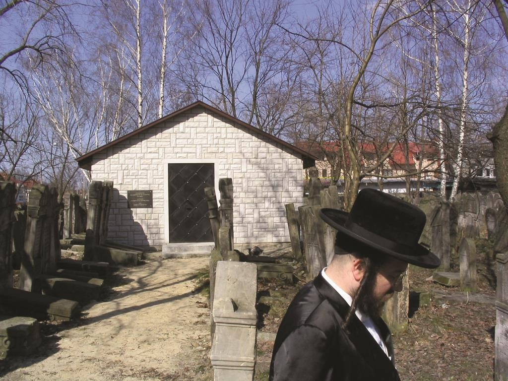 """The Biala Rebbe of Boro Park at the recently constructed ohel of his ancestor, Harav Nosson Dovid of Shidlovtza, zt""""l."""