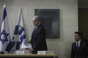 Prime Minister Binyamin Netanyahu at a press conference held to respond to Palestinian incitement, at the Foreign Ministry in Yerushalayim, Thursday night. (Miriam Alster/Flash90)